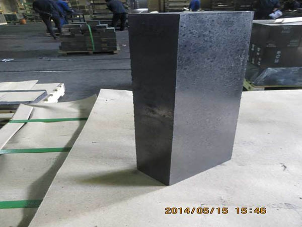 Magnesia carbon brick for RH furnace